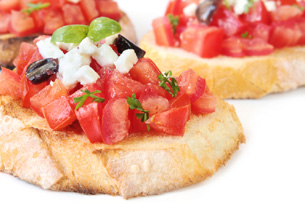 Crostini Macheesmo Knows How To Make Entertaining Easy And Fun With Their Three Guacamole Summer Salsa Minted Pea Savory Toppings For Crispy Bread